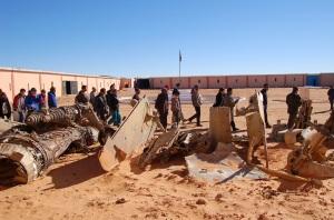 Exterior del museu i restes del material bèl·lic requisat el Marroc