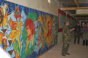 Pintura con Uali Mustafa Sayed en el centro