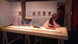 Barques i peixos. I al fons mirades fortuïtes a Bangla Desh (2011) i Eulogia, Playa Medina, Veneçuela (2006)
