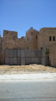 """carrers tapiats per """"protecció"""" dels colons"""