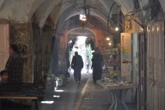 Centre històric d'Hebron, cada vegada més botigues tancades i pisos ocupats per colons